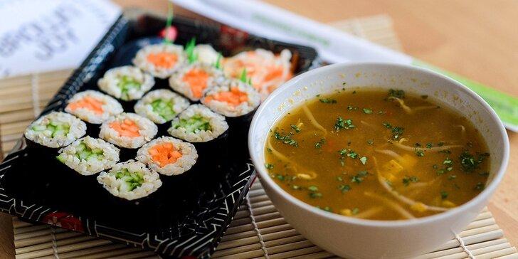Vegánska, bezlepková a bezlaktózová ostrokyslá polievka alebo veggie woky
