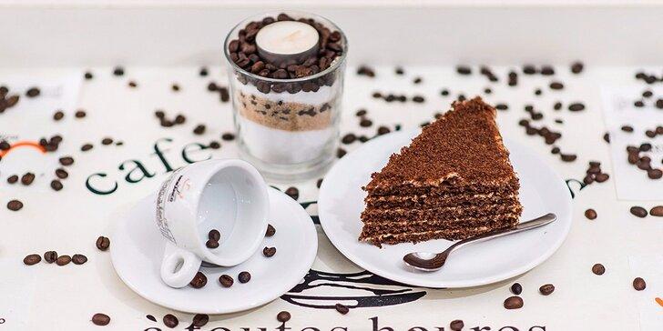 Cenná dávka životnej energie s espressom a croissantom či marlenkou
