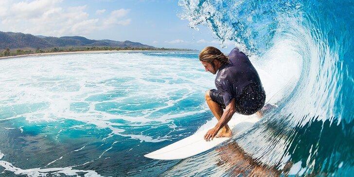 Zoberte kamošov a zažite nezabudnuteľnú párty pri Atlantickom oceáne. Lekcie surfovania na vlnách oceánu v cene!