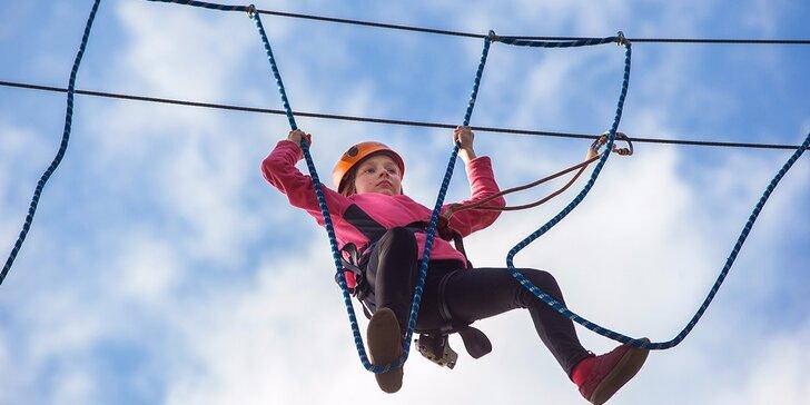 Atrakcie v outdoorovom lanovom centre pre deti aj dospleých