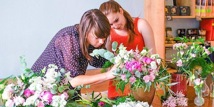 Pivonkový letný aranžmán - workshop aranžovania živých kvetov aj s občerstvením a fotografovaním