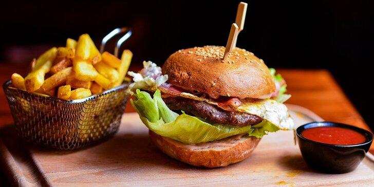 XL Burger Bacon & Egg s hranolčekmi a BBQ omáčkou