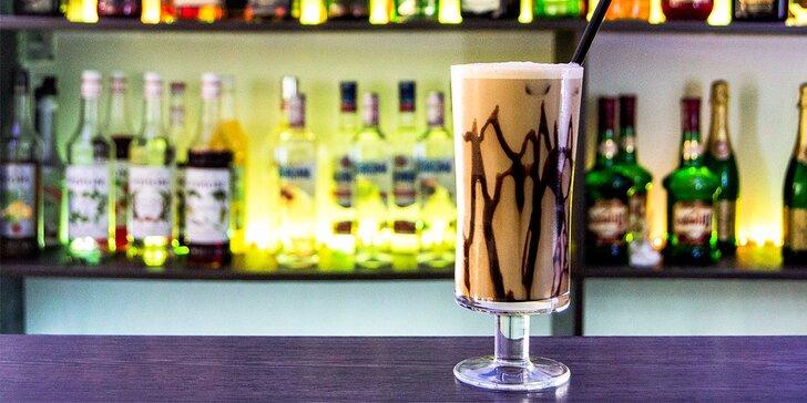 Osviežte sa s ľadovou káva Frappé v Peoples