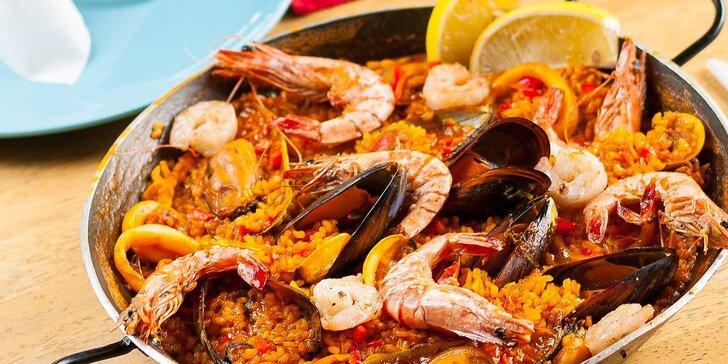 Pravá španielska paella alebo vyprážané kalamáre s cesnakovou omáčkou