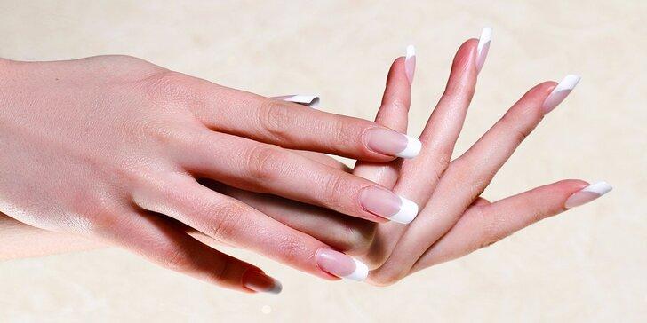 Mokrá manikúra s lakovaním alebo japonská manikúra