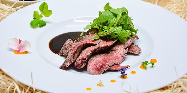 Flank steak s domácimi hranolčekmi a rukolovým šalátom v exkluzívnom novootvorenom hoteli Miraj Resort****
