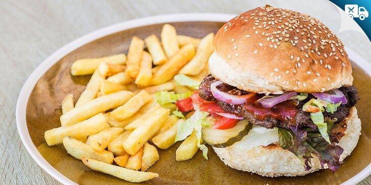 Hovädzí, bravčový či kurací burger s hranolčekmi. Aj s možnosťou rozvozu!