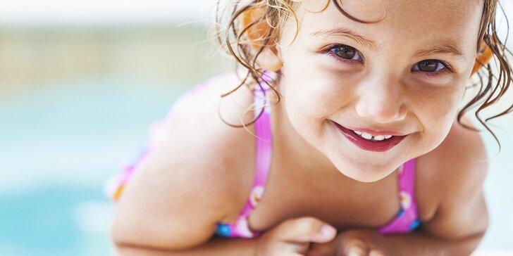 """Začiatočnícky kurz """"plávania"""" detí vo veku od 4 mesiacov do 3 rokov + DARČEK k 20. výročiu od založenia strediska!"""