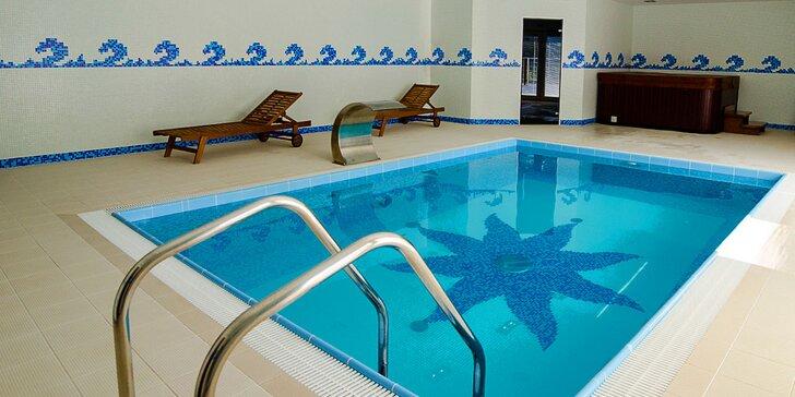 Privátny vstup do bazéna s wellness pre dvoch alebo celú rodinu vo wellness penzióne Kunerád
