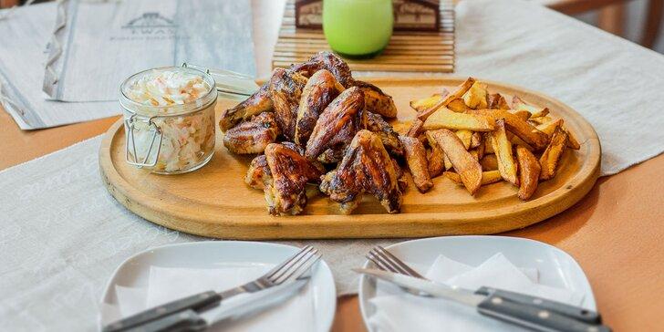 BBQ Grilované kuracie krídelka s domácimi steakovými hranolčekmi v EWAS Restaurant