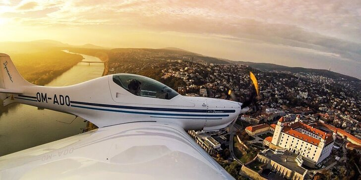 Zážitkový let s možnosťou pilotovania lietadla. Na výber lietadlo Eurofox Space 3K alebo Aerospool WT9 Dynamic