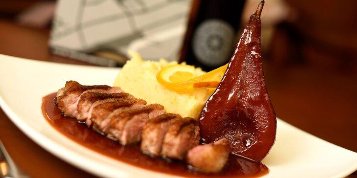 Pečené kačacie prsia Sous vide alebo 2,5 kg pečenej kačky s červenou kapustou, lokšami a vínom vo WOLKER Beer & Wine & Restaurant