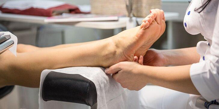 Klasická mokrá pedikúra s lakovaním alebo masážou chodidiel