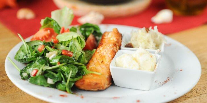 2-chodové menu s polievkou s morskými plodmi! Grilovaný pstruh alebo grilovaný losos, alebo Paella de pollo v La Cabaña
