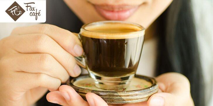 Espresso alebo cappuccino so zákuskom Torta Foresta Nera vo FaxCafé