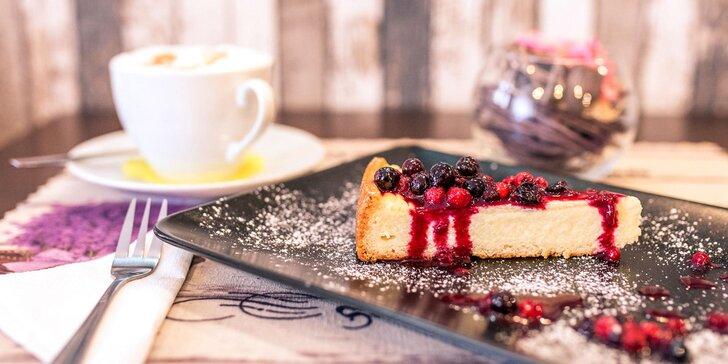 Cheescake alebo špaldový koláčik s epressom alebo cappuccinom
