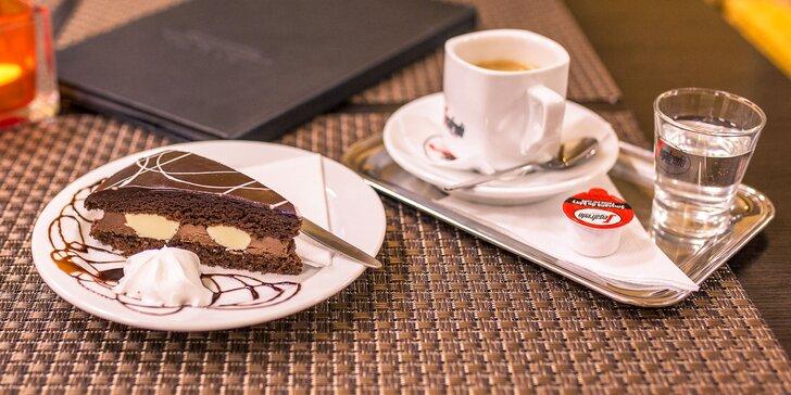 Taliansky zákusok z belgickej čokolády a espresso so smotanou