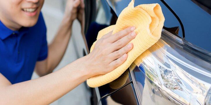 Leštenie svetiel na vozidle s aplikáciou vosku