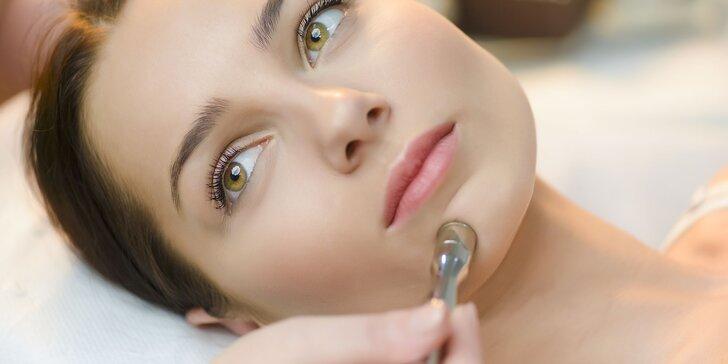 Hĺbkové čistenie pleti s peelingom a maskou alebo diamantová mikrodermabrázia s masážou tváre