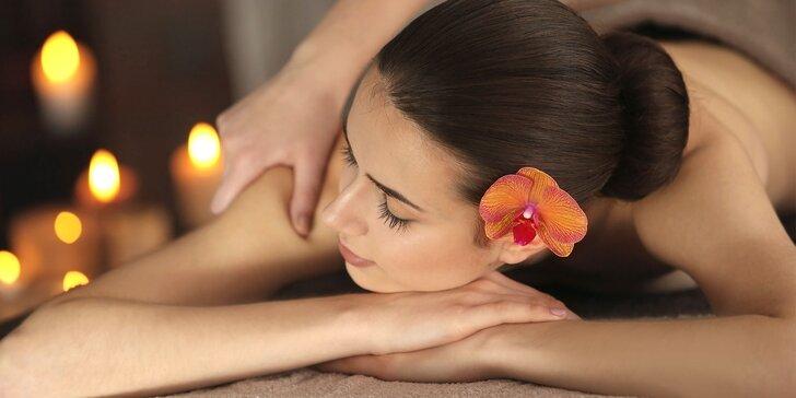 Klasická masáž chrbta a šije alebo reflexná masáž chodidiel