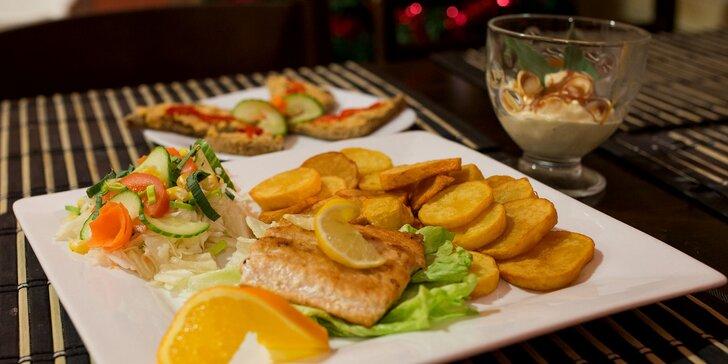Grilovaný losos so zemiakovými dukátmi a oblohou s predjedlom i dezertom pre dvoch