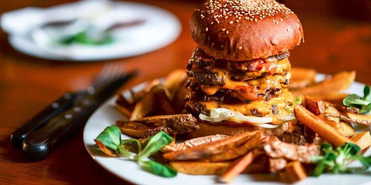 Najchutnejšie burgre v Starom Meste - na výber z osem druhov, aj 700 g mega burger! Plus domáce hranolčeky!