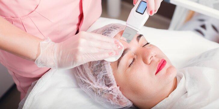 Čistenie pleti ultrazvukom alebo čínska regeneračná masáž tváre polodrahokamom