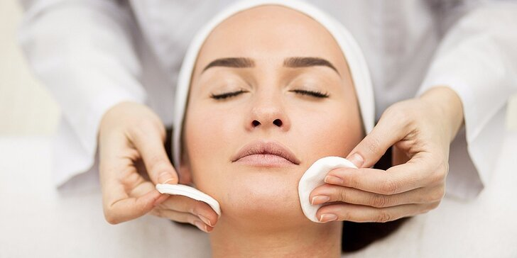Hĺbkové čistenie, masáž tváre, krku a dekoltu a úprava obočia