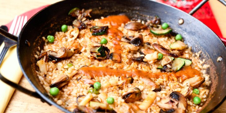Španielske špeciality s plodmi mora alebo plnené cannelloni