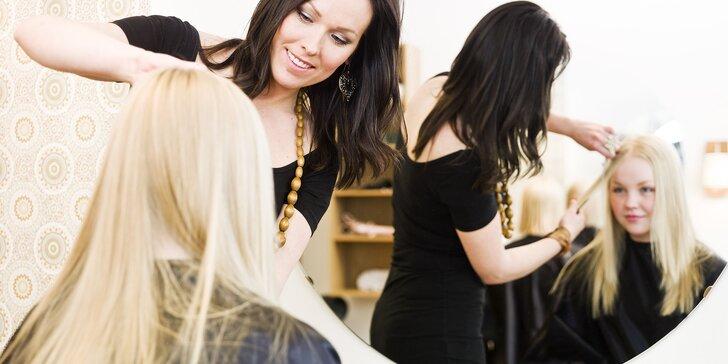 Prepájanie či predlžovanie vlasov keratínovou, eurolocovou alebo mirkoringovou metódou