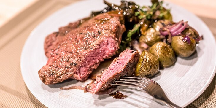Steak jak švet! Pravý hovädzí rib eye steak s opekanými zemiakmi