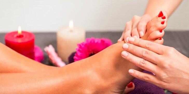 Ošetrujúca kombinovaná pedikúra s krátkou relaxačnou masážou