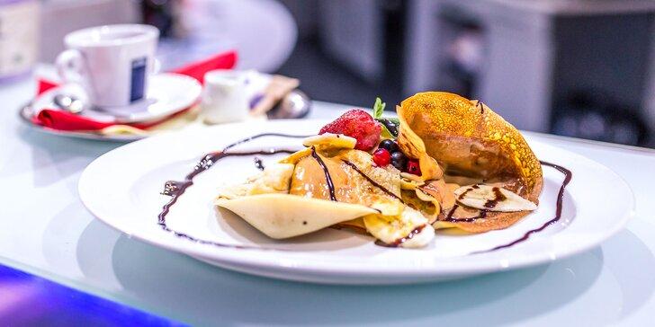 Cheesecake alebo proteínové palacinky s espressom