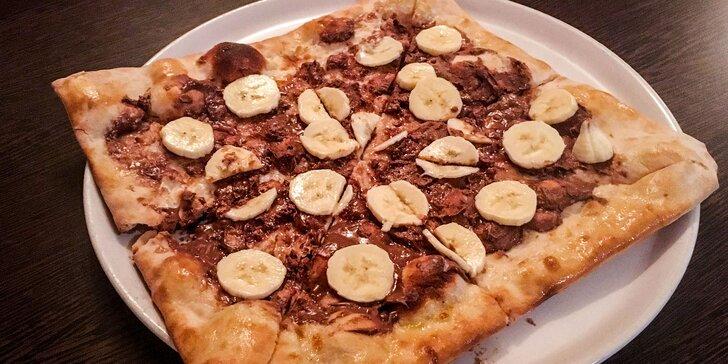 Štvorcová sladká pizza s nutellou a ovocím či broskyňová margharita