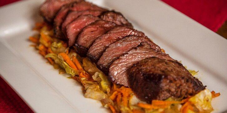 Flank steak v mexickej reštaurácii s prílohou podľa výberu