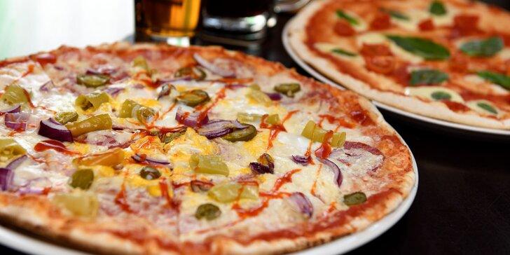 Pizza podľa vlastného výberu s Kofolou alebo pivom