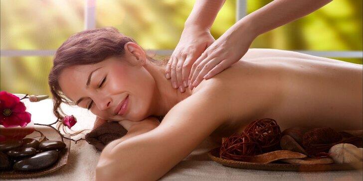 Klasická športová masáž alebo masáž s lávovými kameňmi