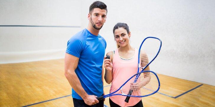 Hodina squashu v off time s možnosťou zapožičania rakiet a loptičky