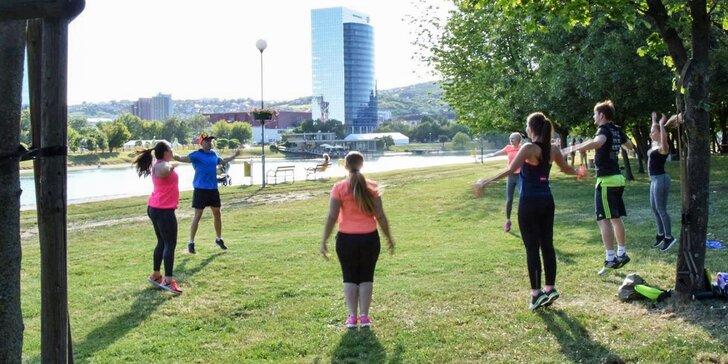 Skupinový tréning pod vedením profesionálneho osobného trénera
