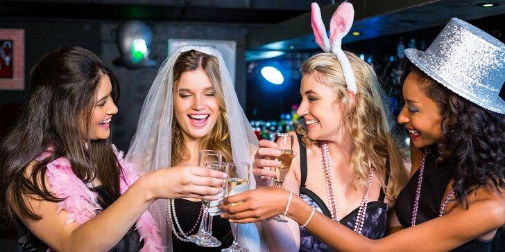 Perfektná dámska jazda a pánsky striptíz v dámskom klube 4Ladies