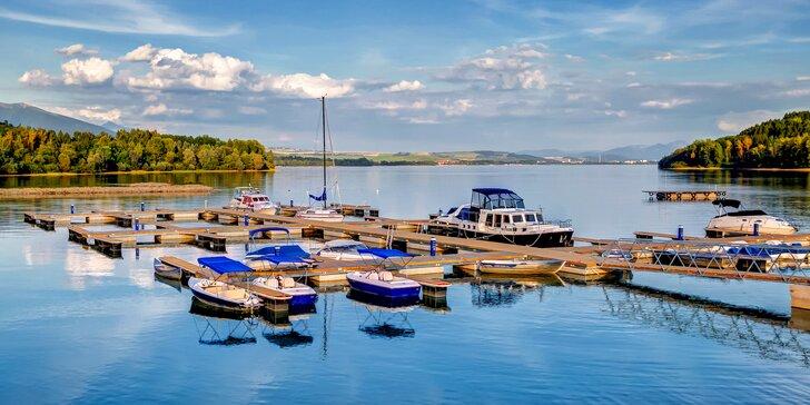 Luxusné vily pre 4 - 6 osôb na brehu Liptovskej Mary s wellnes a plavbou na motorovom člne