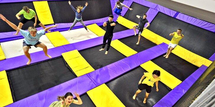 Aktívna zábava pre malých i veľkých: Hodina bláznenia na trampolínach v JumpParku Brno