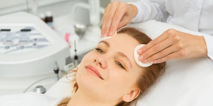 Hĺbkové čistenie spojené s mikrodermabráziou a ošetrením Skin Scrubberom