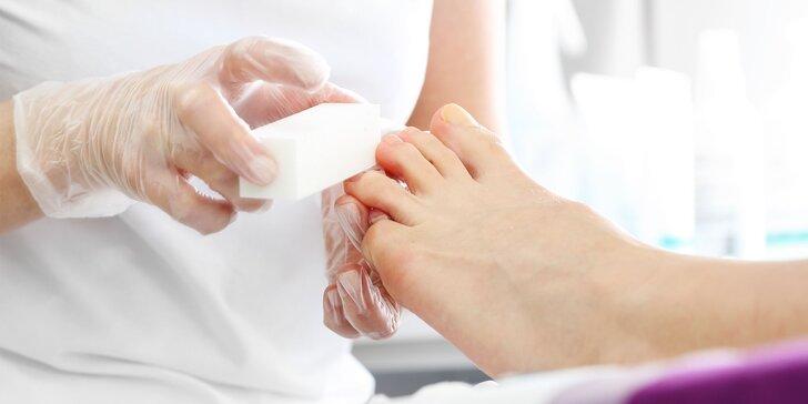Wellness pedikúra či mokrá pedikúra s regeneračným zábalom
