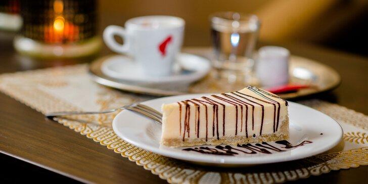 Káva Julis Meinl s croissantom alebo cheesecakeom