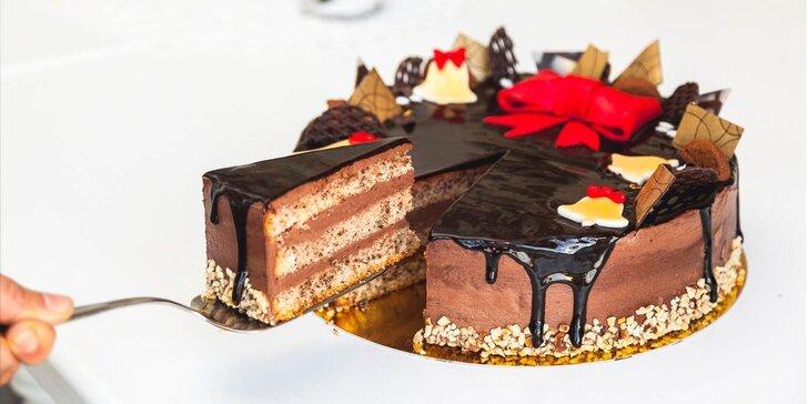 Vianočná orechová, punčová alebo vanilkovo-malinová torta