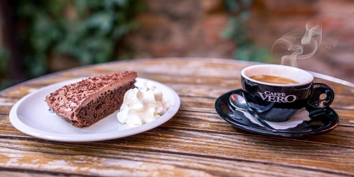 Domáci koláčik podľa výberu a espresso