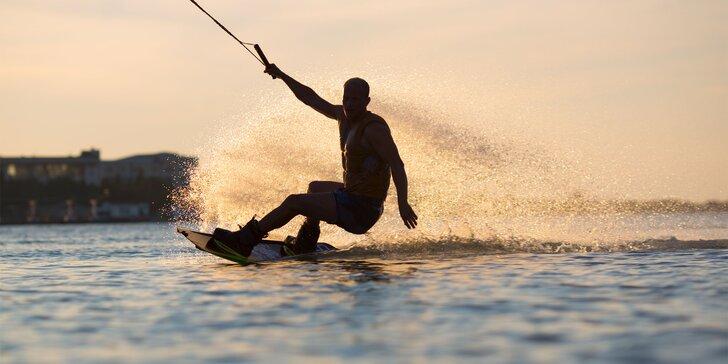 Kurz vodného lyžovania alebo wakeboardingu s inštruktorom alebo permanentka na vlek