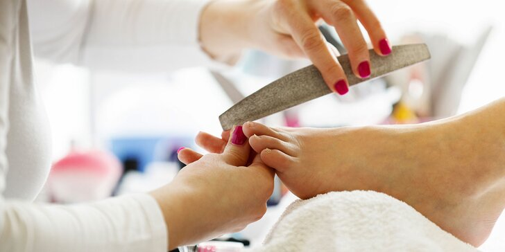 Wellness či medicinálna pedikúra a masáž nôh v salóne Aspect
