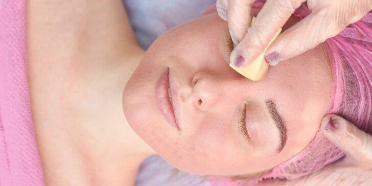 Hĺbkové čistenie aknóznej pleti alebo hydratačné ošetrenie